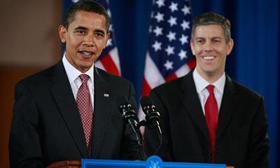 obama-arne-duncan-11-27-10